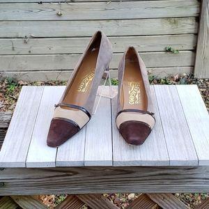 Salvatore Ferragamo Pumps Heels US 7.5 2A Cap Toe